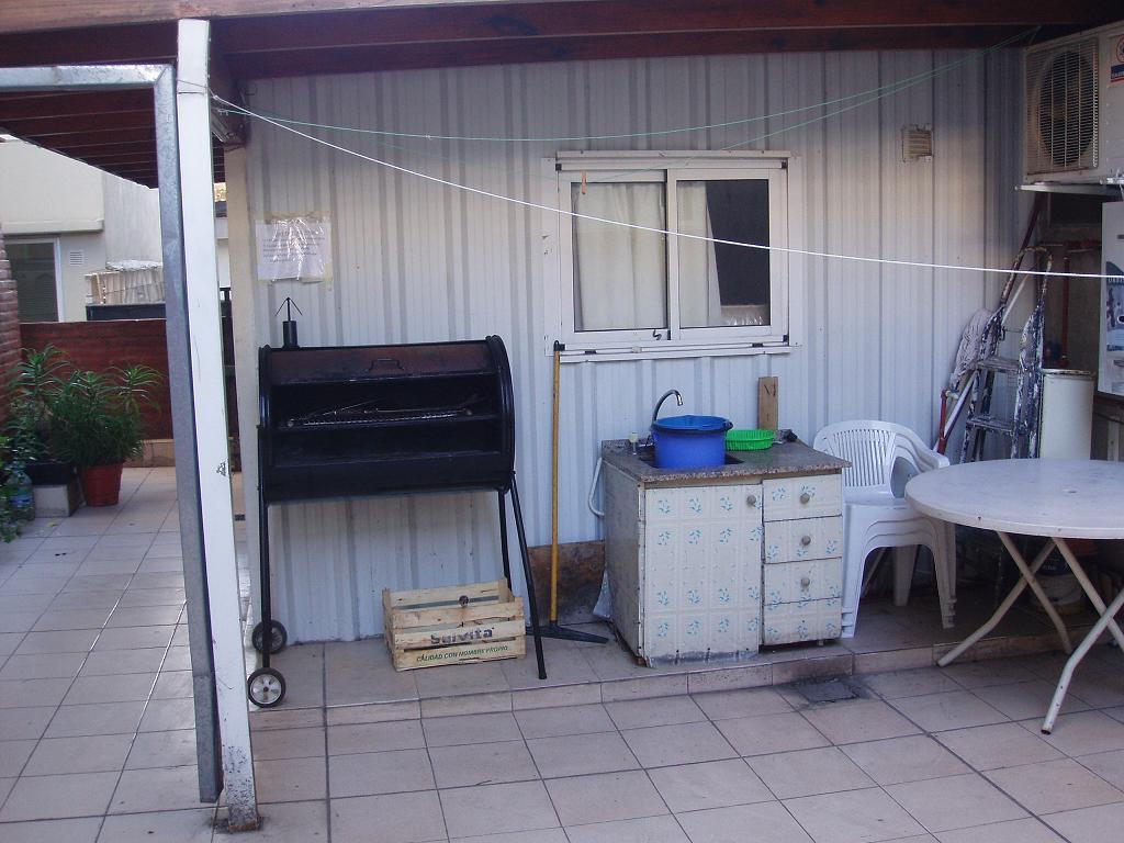 Departamento per n 4151 piso 2 2 amb con patio y for Lavadero para patio